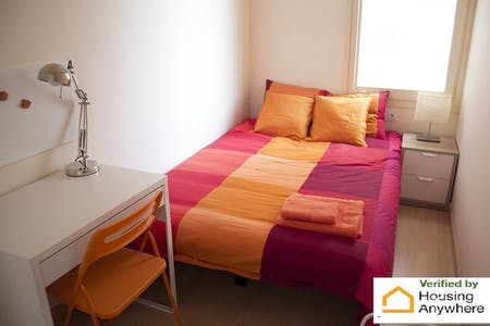 Private room for rent from 01 Aug 2019 (Carrer del Consell de Cent, Barcelona)