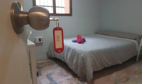 Room for rent from 01 Jul 2018 (Calle Porvenir, Sevilla)