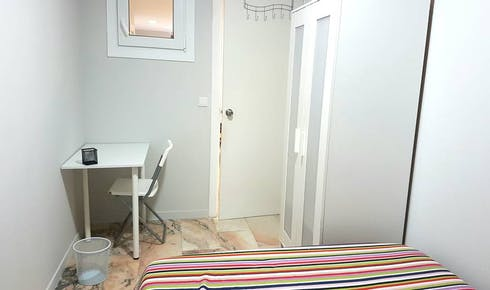Room for rent from 17 Aug 2018 (Calle Porvenir, Sevilla)