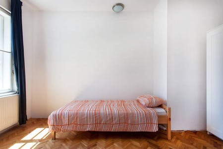 Room for rent from 10 Dec 2018 (Tobačna ulica, Ljubljana)