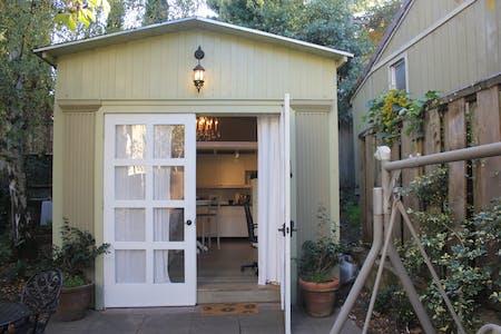 Studio (Claremont Boulevard, Berkeley)