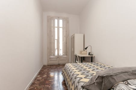 Room for rent from 28 Aug 2018 (Carrer de Balmes, Barcelona)