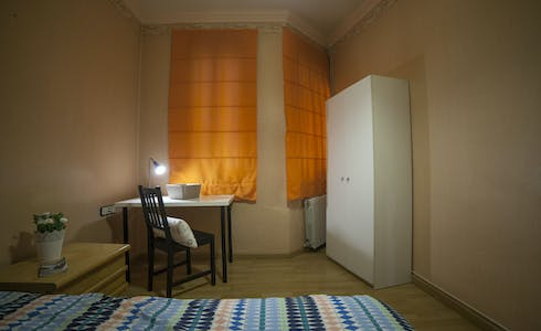 Room for rent from 01 Oct 2018 (Carrer del Consell de Cent, Barcelona)