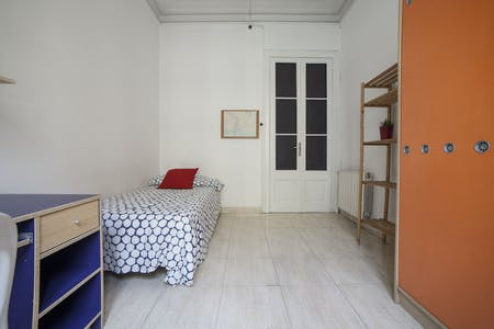 Private room for rent from 27 Jan 2019 (Carrer de Pau Claris, Barcelona)