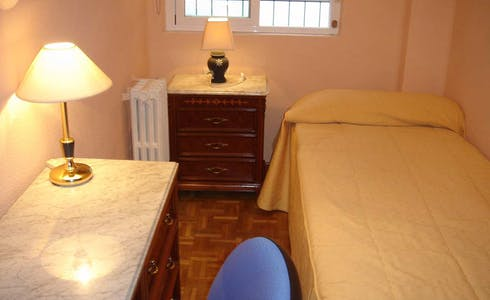 Room for rent from 31 Jan 2018  (Avenida de los Maristas, Salamanca)