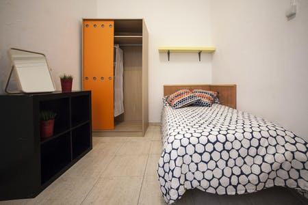 Room for rent from 28 Aug 2018 (Carrer de Pau Claris, Barcelona)