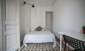 Room for rent from 01 Jun 2018 till 30 Jun 2018 (Carrer de Balmes, Barcelona)
