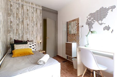 Privatzimmer zur Miete von 03 Juni 2019 (Carrer de Roger de Llúria, Barcelona)