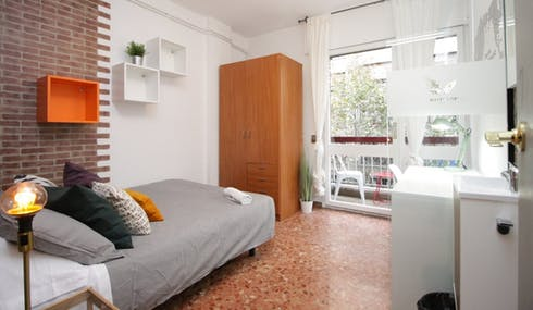 Room for rent from 01 Jul 2018 (Carrer de Roger de Llúria, Barcelona)