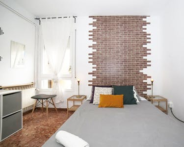 Private room for rent from 14 Jun 2019 (Carrer de Roger de Llúria, Barcelona)