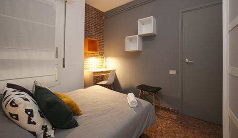Private room for rent from 01 Apr 2020 (Carrer de Roger de Llúria, Barcelona)