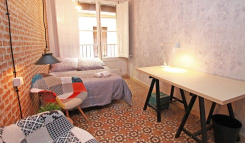 Private room for rent from 17 Dec 2018 (Carrer d'en Rauric, Barcelona)