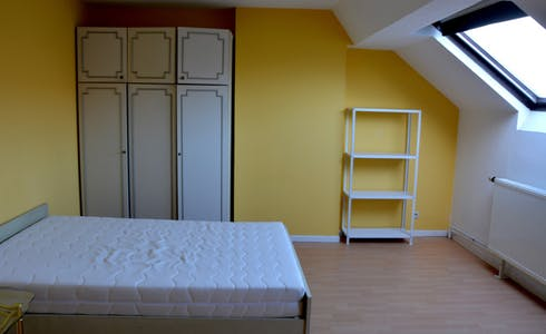Room for rent from 01 Mar 2018 (Rue de la Constitution, Schaerbeek)