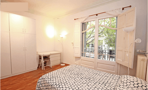 Room for rent from 01 May 2018 (Carrer de Muntaner, Barcelona)