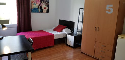 Shared room for rent from 22 Jul 2019 (Travessera de Gràcia, Barcelona)