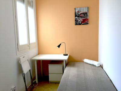 Room for rent from 07 Jul 2018  (Carrer de Muntaner, Barcelona)