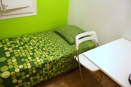 Private room for rent from 02 May 2020 (Avinguda del Príncep d'Astúries, Barcelona)