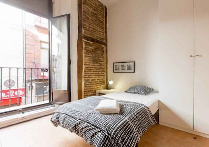 Room for rent from 31 Dec 2017  (Calle del Mesón de Paredes, Madrid)