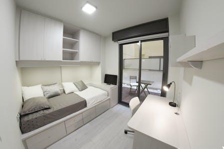 Private room for rent from 16 Jul 2019 (Carrer de Vilamarí, Barcelona)