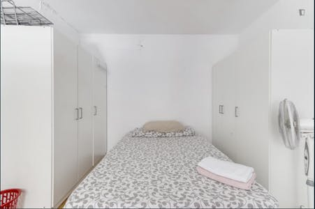 Private room for rent from 01 Feb 2019 (Calle de la Colegiata, Madrid)