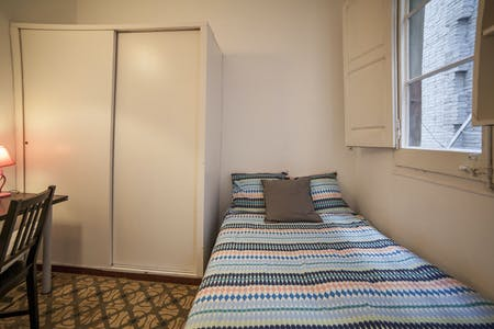 Room for rent from 01 Apr 2018 till 30 Jun 2018 (Carrer del Consell de Cent, Barcelona)