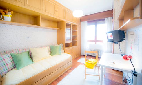 Room for rent from 01 Jul 2018  (Amadeo Deprit Kalea, Bilbao)
