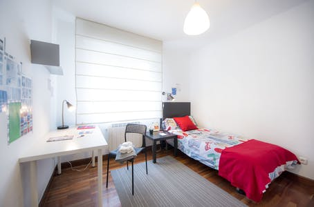 Private room for rent from 01 Jul 2019 (Virgen del Pinar Etxetaldea, Bilbao)
