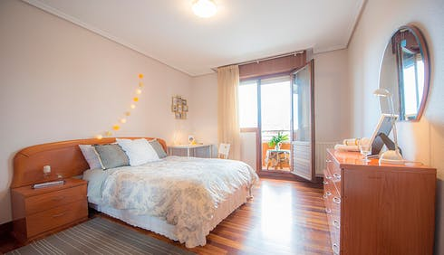 Private room for rent from 01 May 2019 (Zorrotza Kastrexana Errepidea, Bilbao)