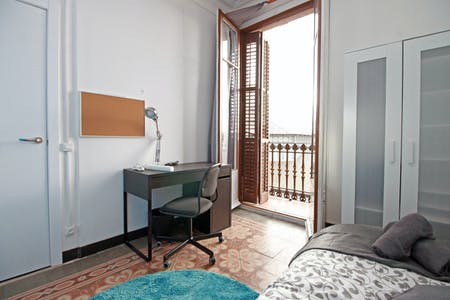 Private room for rent from 01 Feb 2020 (Carrer Comercial, Barcelona)