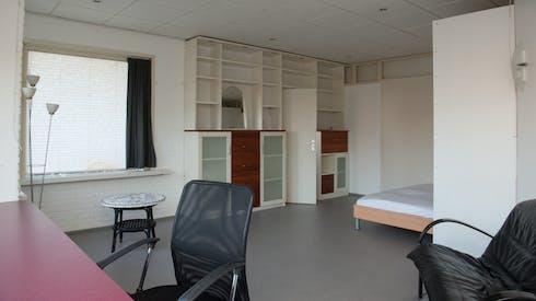 Room for rent from 01 Jun 2018  (Kadoelenweg, Amsterdam)