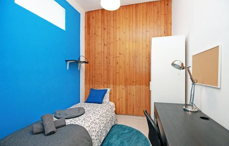 Private room for rent from 01 Aug 2019 (Carrer Comercial, Barcelona)