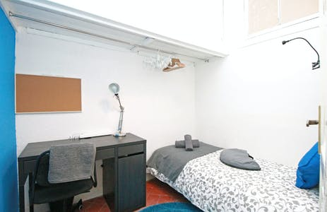 Private room for rent from 31 Aug 2019 (Carrer Comercial, Barcelona)