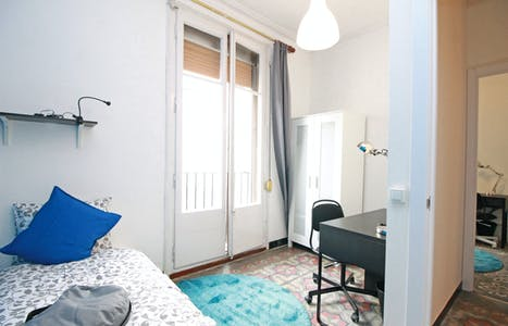 Private room for rent from 31 Jul 2019 (Carrer Comercial, Barcelona)