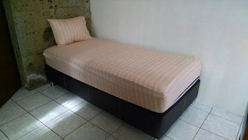 单人间租从16 Sep 2019 (Plateros, Guadalajara)
