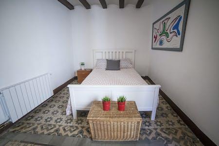 Habitación de alquiler desde 01 ago. 2019 (Carrer d'Avinyó, Barcelona)