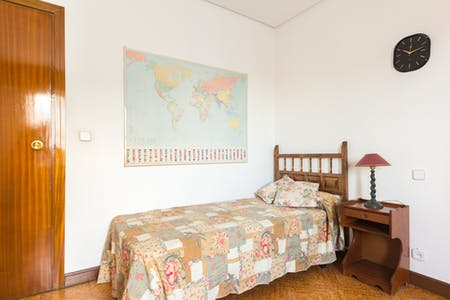 Private room for rent from 01 Jul 2019 (Calle del Conde de la Cimera, Madrid)