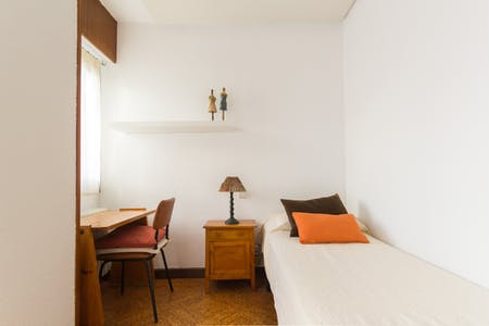 Private room for rent from 31 Jan 2019 (Calle del Conde de la Cimera, Madrid)