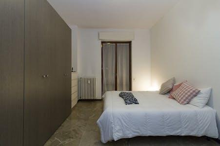 Private room in Apartment (Via Perugino, Milano)