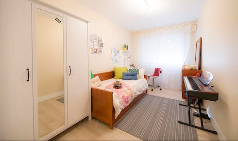 Room for rent from 01 Aug 2018 (Julian Gaiarre Hiribidea, Bilbao)
