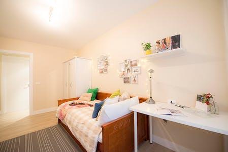 Room for rent from 01 Aug 2018 (Julian Gaiarre Hiribidea, Bilbao)