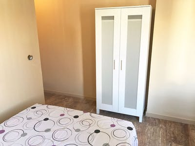 Shared room for rent from 01 Feb 2019 (Calle Doctor Barraquer, Córdoba)