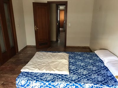 Private room for rent from 01 Apr 2020 (Calle Doctor Barraquer, Córdoba)
