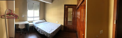 Room for rent from 16 Aug 2017  (Plaza de Colón, Córdoba)