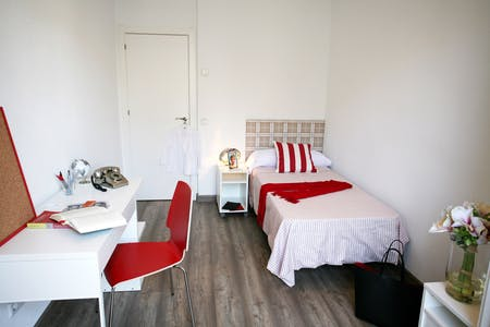 Room for rent from 17 Jul 2018 (Calle de Fernando el Católico, Madrid)