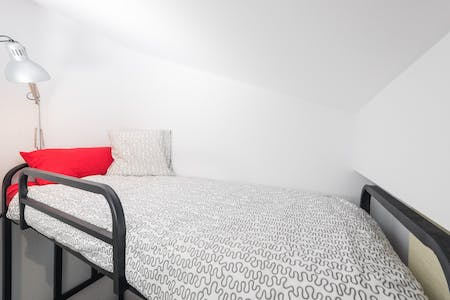 Private room for rent from 01 Feb 2020 (Carrer dels Sants Just i Pastor, Valencia)