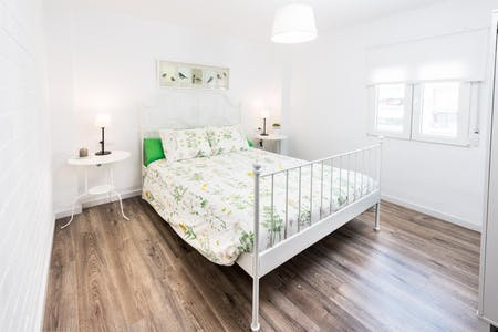 Private room for rent from 17 Feb 2019 (Carrer dels Sants Just i Pastor, Valencia)