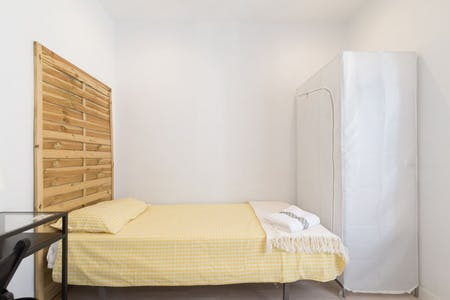 Room for rent from 01 Aug 2019 (Calle de Gabriel Lobo, Madrid)