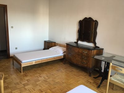 Room for rent from 01 May 2017 till 31 Aug 2017 (Via San Donato, Bologna)