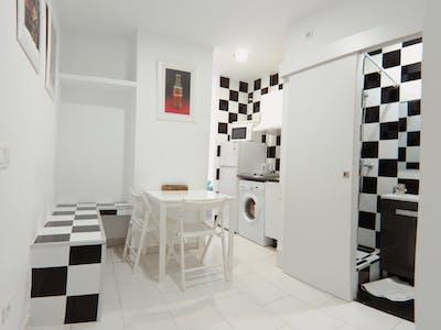 Appartement te huur vanaf 01 Apr 2020 (Calle Antonio Zamora, Madrid)