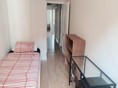 Room for rent from 01 Oct 2018 (Passeig de Sant Joan, Barcelona)